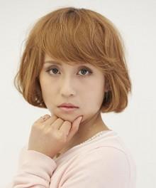 髪色を明るくチェンジして外国人風のガーリーボブに